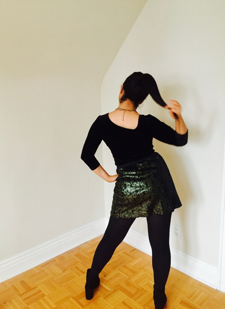 Style-with-Amanda-Black-Velvet-Top-Green-Sequin-Skirt-Green-Cocktail-Ring-Joe-Fresh-12