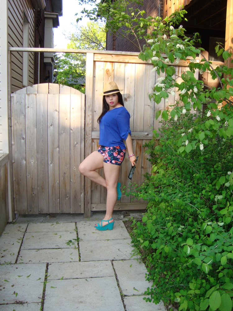 Style-with-Amanda-Joe-Fresh-Cobalt-Blouse-Floral-Shorts-Straw-Fedora-14
