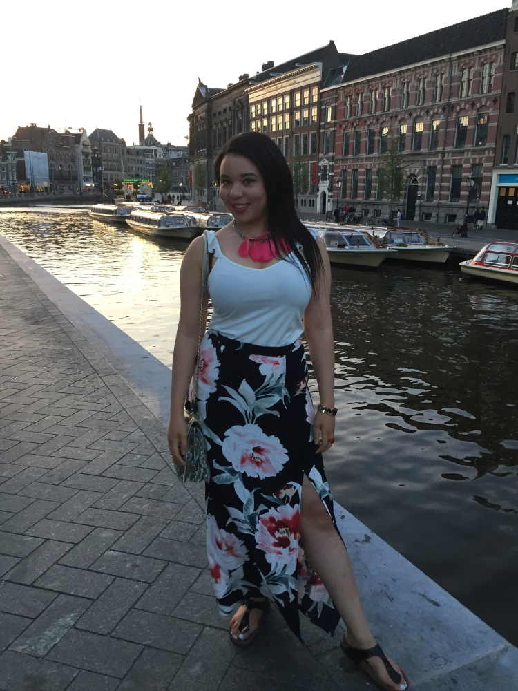 Style-with-Amanda-Dynamite-White-Ruffle-Shirt-Floral-Maxi-Skirt-With-Slit-Amsterdam-Vacation-19