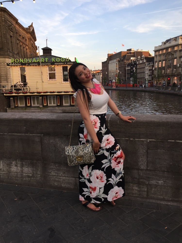 Style-with-Amanda-Dynamite-White-Ruffle-Shirt-Floral-Maxi-Skirt-With-Slit-Amsterdam-Vacation-21