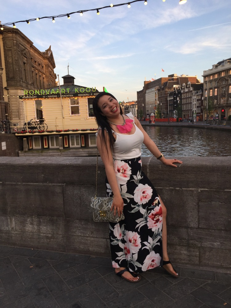 Style-with-Amanda-Dynamite-White-Ruffle-Shirt-Floral-Maxi-Skirt-With-Slit-Amsterdam-Vacation-30