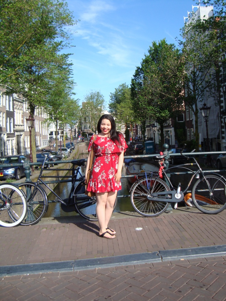 Style-with-Amanda-Red-Floral-Off-the-Shoulder-Dress-Dynamite-Black-Birkenstocks-Amsterdam-Vacation-30