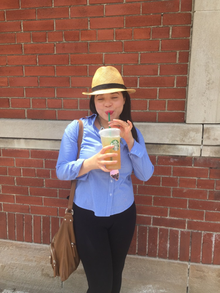 Style-with-Amanda-Straw-Fedora-Black-Leggings-Starbucks-Canada-1