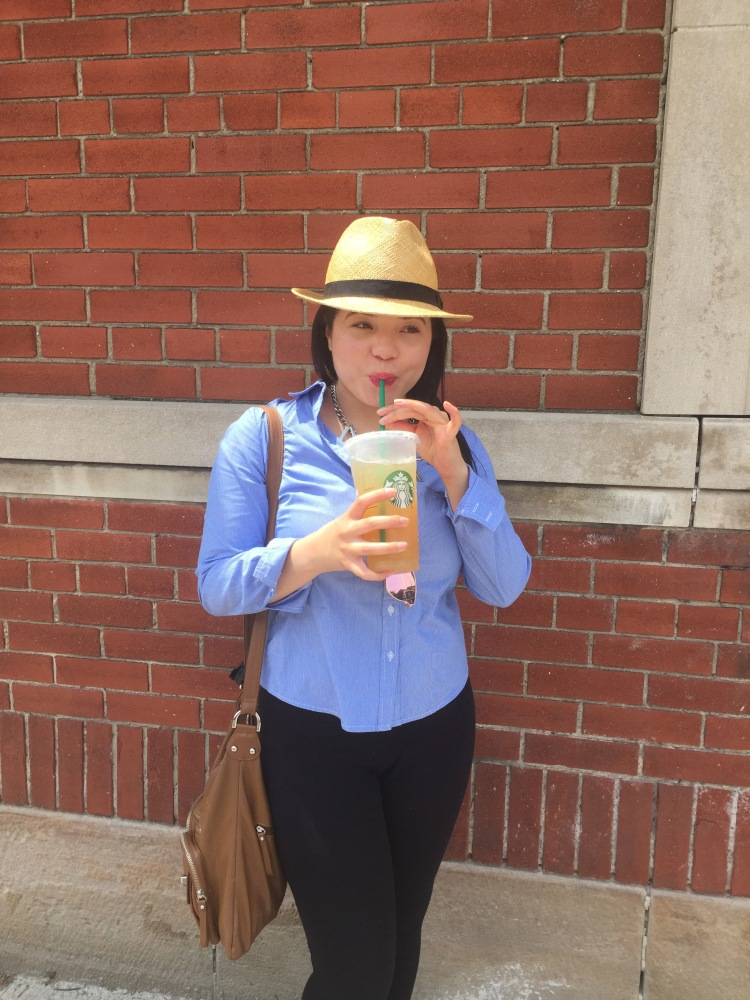 Style-with-Amanda-Straw-Fedora-Black-Leggings-Starbucks-Canada-3