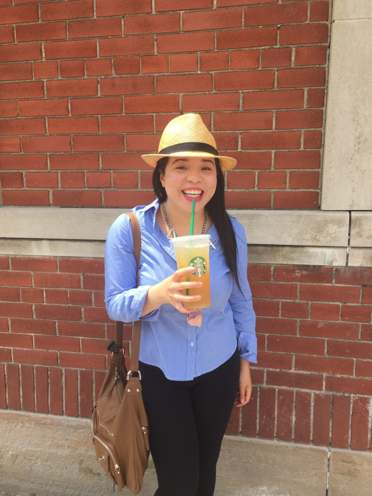 Style-with-Amanda-Straw-Fedora-Black-Leggings-Starbucks-Canada-6